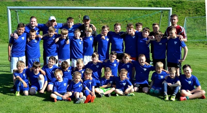 Malí fotbalisté opět trénují, dostali i nové dresy